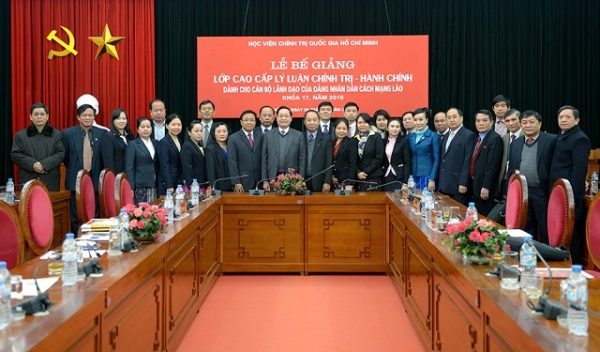Cooperation between Vietnam and Laos on training leadership and management officials