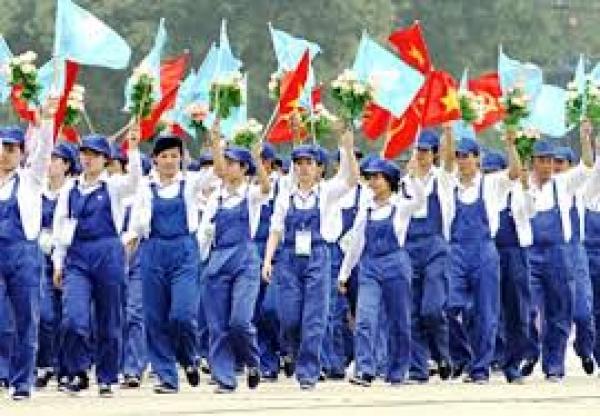 Đấu tranh chống lại quan điểm bác bỏ, phủ nhận sứ mệnh lịch sử của giai câp công nhân và bản chất giai cấp công nhân của Đảng Cộng sản