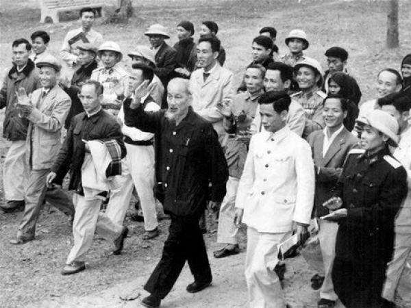 """Quan điểm của Hồ Chí Minh về """"cách lãnh đạo"""" và vận dụng trong lãnh đạo hiện nay"""