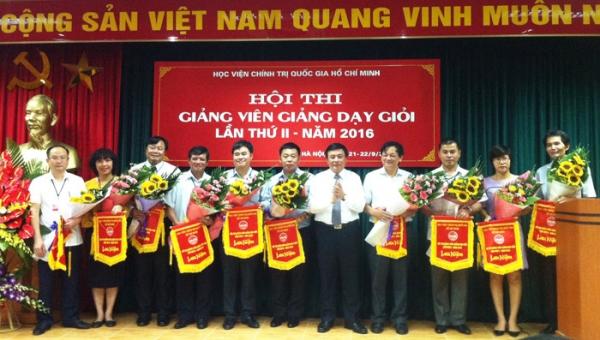 Học tập và vận dụng phong cách diễn đạt của Hồ Chí Minh trong công tác giảng dạy ở trường Đảng