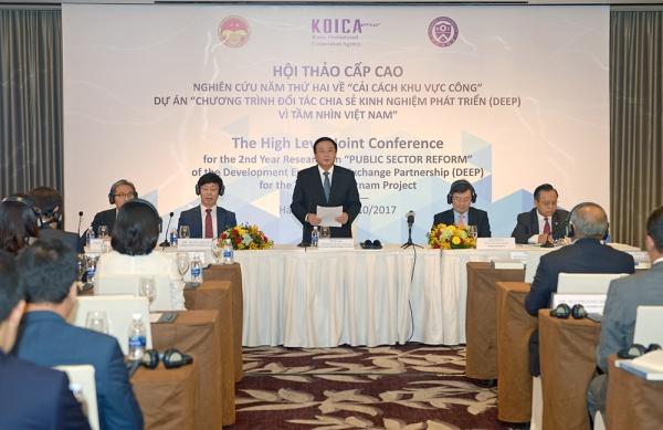 """Hội thảo cấp cao tổng kết nghiên cứu năm thứ hai về """"Cải cách khu vực công"""" và triển khai nghiên cứu năm thứ ba """"Hoàn thiện thể chế kinh tế thị trường"""" trong dự án """"Chương trình đối tác chia sẻ kinh nghiệm phát triển (DEEP) về  tầm nhìn Việt Nam"""""""