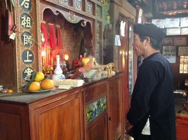Sự chuyển biến trong sinh hoạt tín ngưỡng của người H'Mông ở Sơn La hiện nay