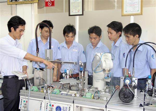 Những vấn đề của đổi mới căn bản và toàn diện giáo dục - đào tạo nhằm phát triển nguồn nhân lực chất lượng cao