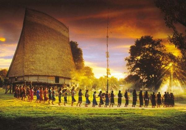 Phát huy vai trò của trụ cột văn hóa trong phát triển bền vững Tây Nguyên