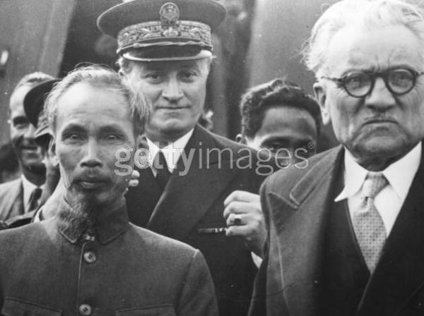 Ứng xử với các nước lớn từ kinh nghiệm ngoại giao những ngày đầu độc lập (1945 - 1946)