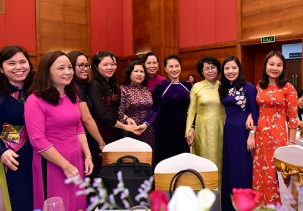 Phụ nữ tham gia chính trị ở Việt Nam: Thành tựu, thách thức và một số giải pháp trong giai đoạn mới