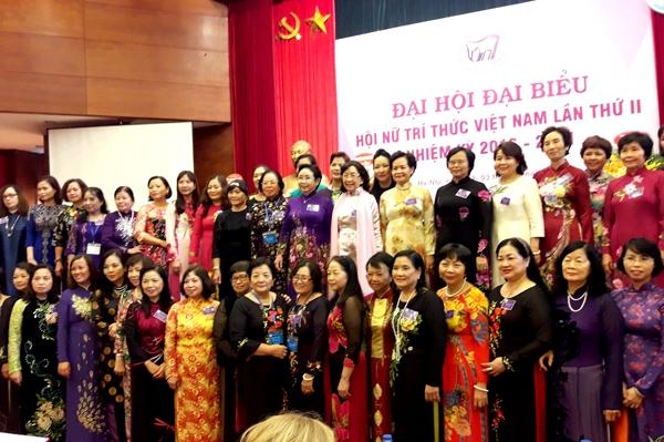 Rào cản và giải pháp nhằm tăng cường vai trò, vị thế của nữ trí thức trong phát triển bền vững