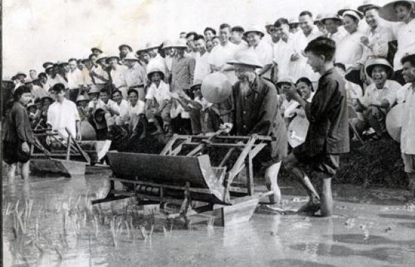 Quan điểm Hồ Chí Minh về nhiệm vụ chăm lo đời sống ấm no, hạnh phúc cho nhân dân