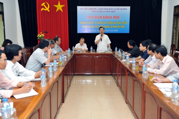"""Tọa đàm khoa học """"Những vấn đề lý luận về xây dựng và phát triển nền văn hóa Việt Nam trong 30 năm đổi mới"""""""